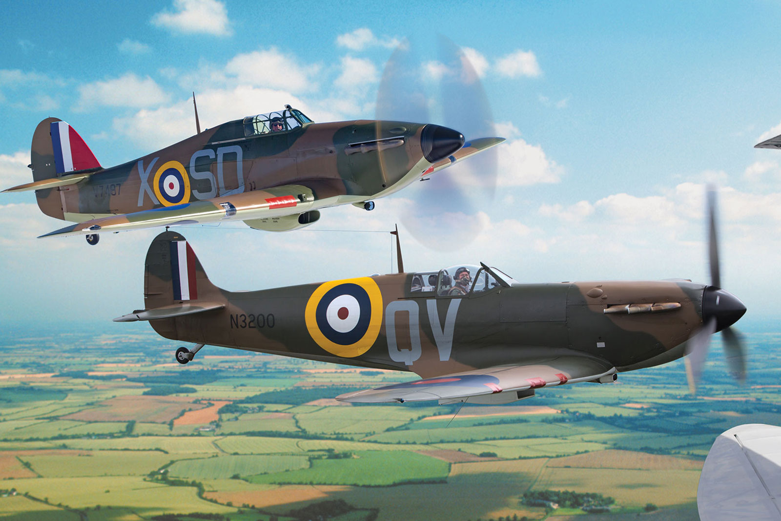 Wing to Wing with a Spitfire and Hurricane